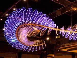 螺旋彩色灯光雕塑