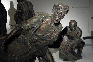 大型人物群组雕塑收租院老人雕塑特写