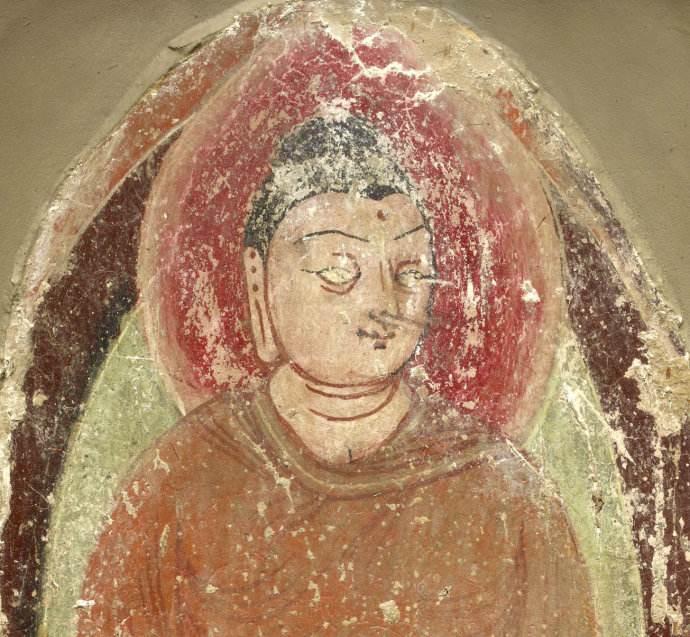 新疆于阗地区出土壁画坐着的彩色佛像浮雕壁画