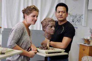 胡学富为外国友人创造头像雕塑