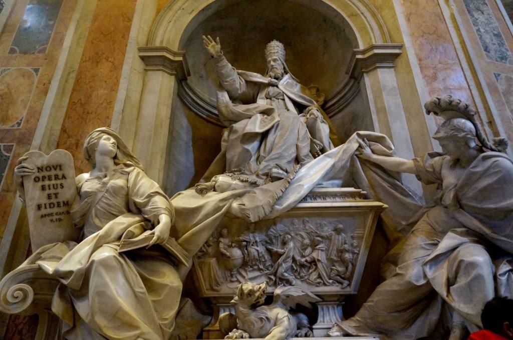 米开朗基罗的大型石材雕塑人物