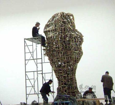 隋建国的镂空不锈钢雕塑欣赏