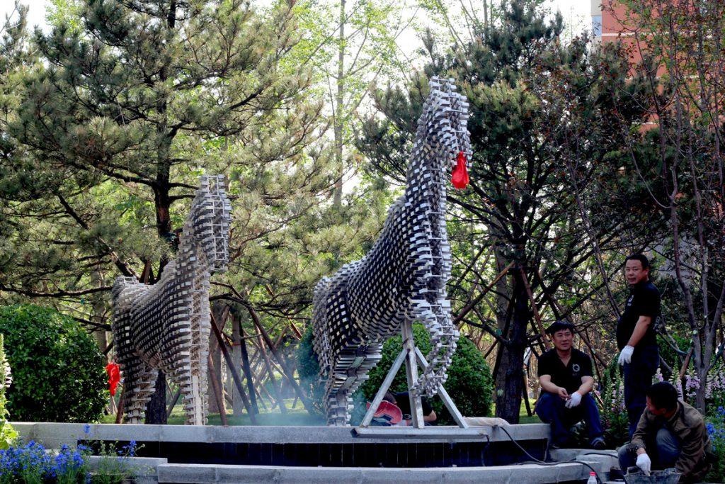 现代金属奔腾不锈钢马雕塑
