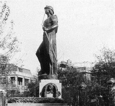 巴夏礼铜像