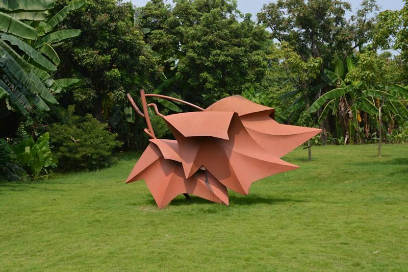 枫叶不锈钢喷漆城市雕塑