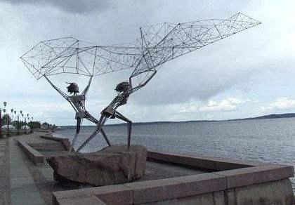 撒网的不锈钢人物抽象景观雕塑