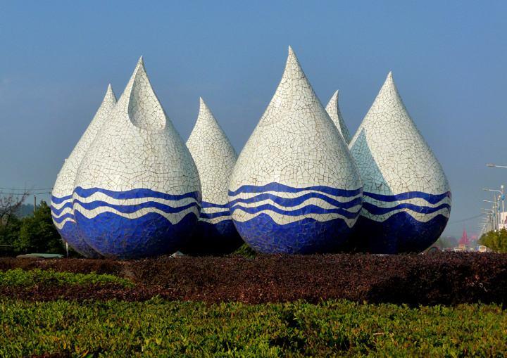 水滴仿裂纹瓷器抽象大型城市雕塑