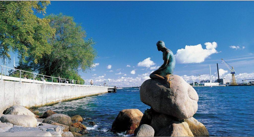 哥本哈根海岸美人鱼铸铜人像城市雕塑