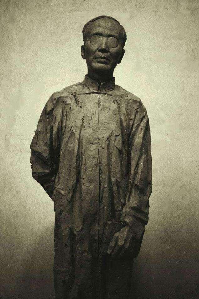 李向群创作的世纪坛郭沫若名人雕塑