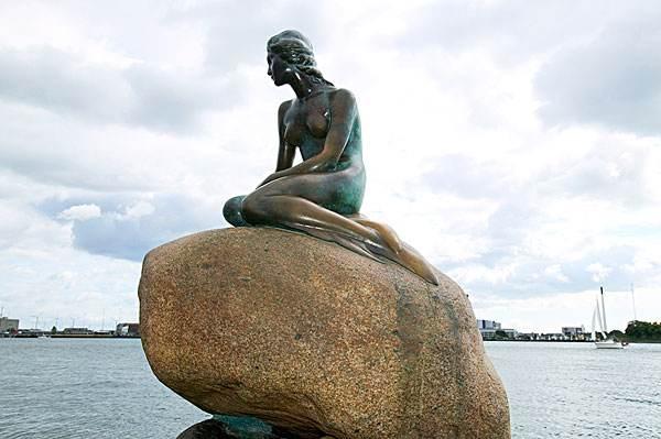 美人鱼人物铸铜雕塑设计
