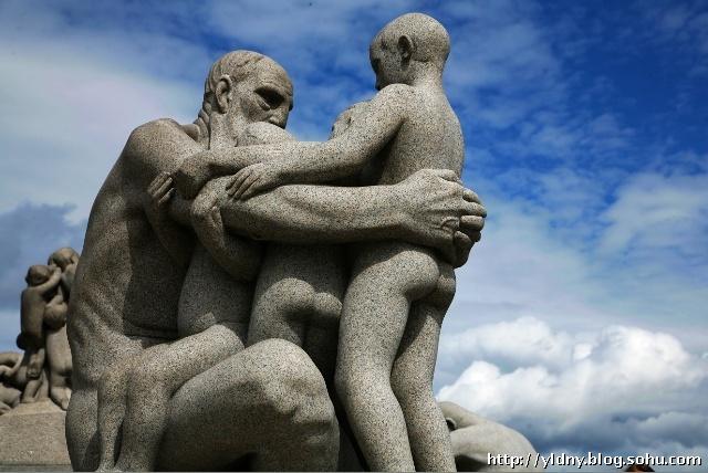 老人与小孩人物花岗岩石材雕塑