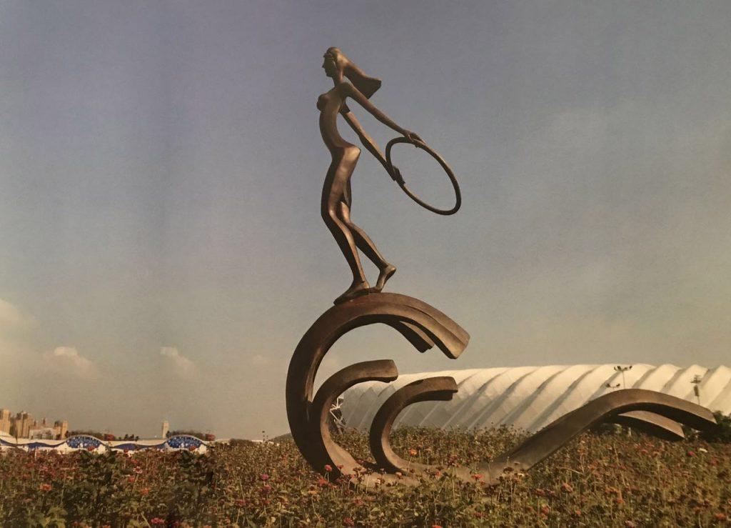 玩乐时光-锡青铜人体化学着色雕塑全景海浪