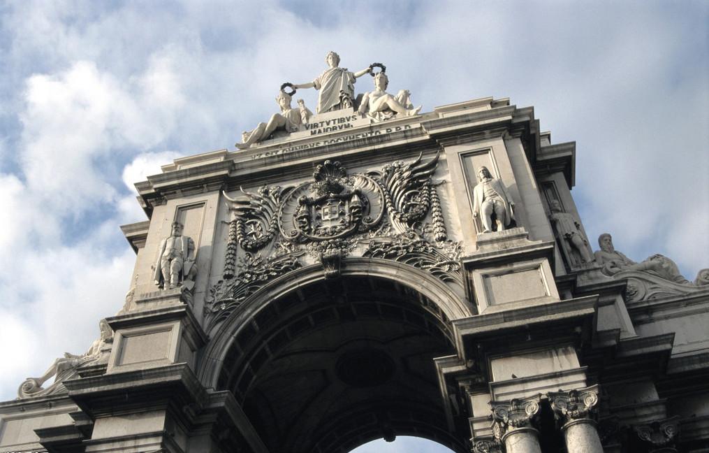 欧洲建筑与人物雕塑的结合石雕凯旋门