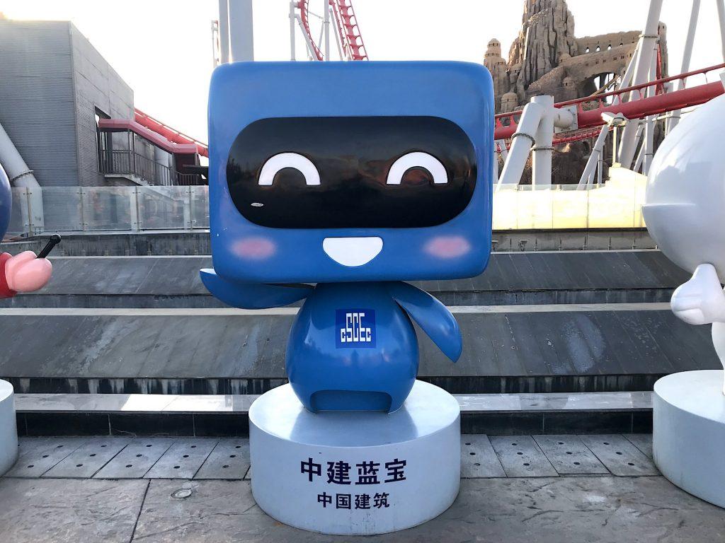 中国蓝宝机器人玻璃钢卡通雕塑