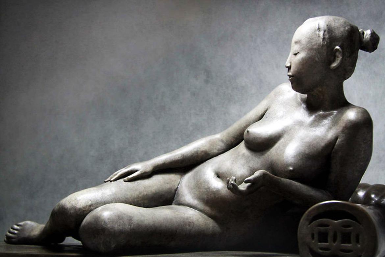 女人体铸铜雕塑