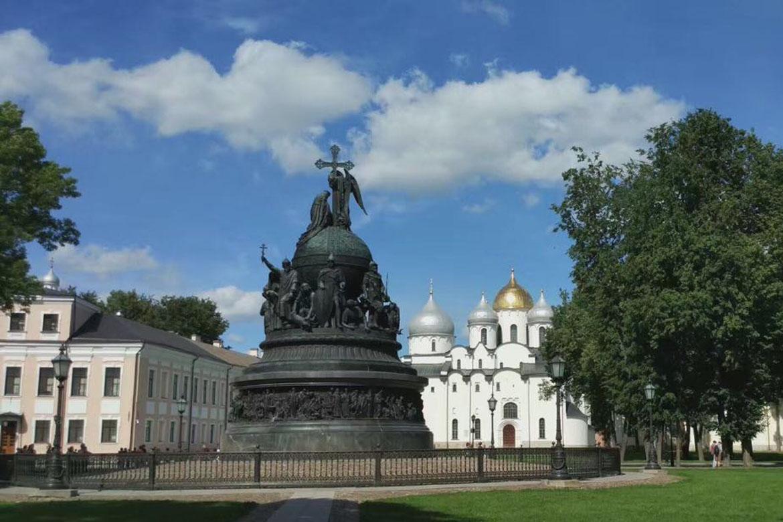 欧洲十字架人物景观纪念性雕塑