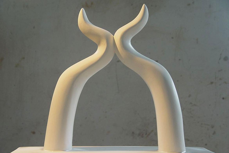 初恋惊蛰树脂雕塑摆件正面高清图