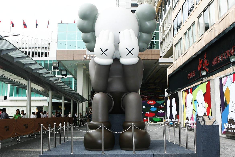 坐落在商场的大型小丑卡通人物雕塑