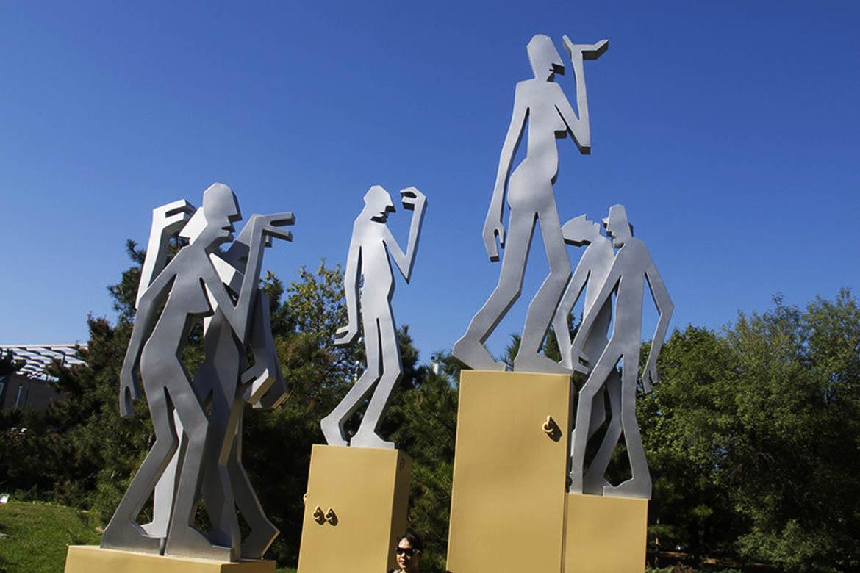 博仟北京雕塑公司创作的剪纸人城市不锈钢雕塑