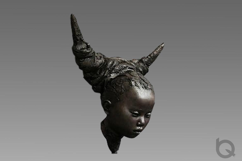 博仟万博体育彩票官网app厂塑造的苗的传说铸铜头像万博体育彩票官网app侧面