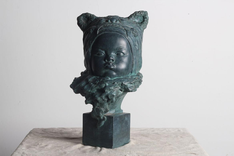 虎娃婴儿铸铜头像雕塑正面高清图