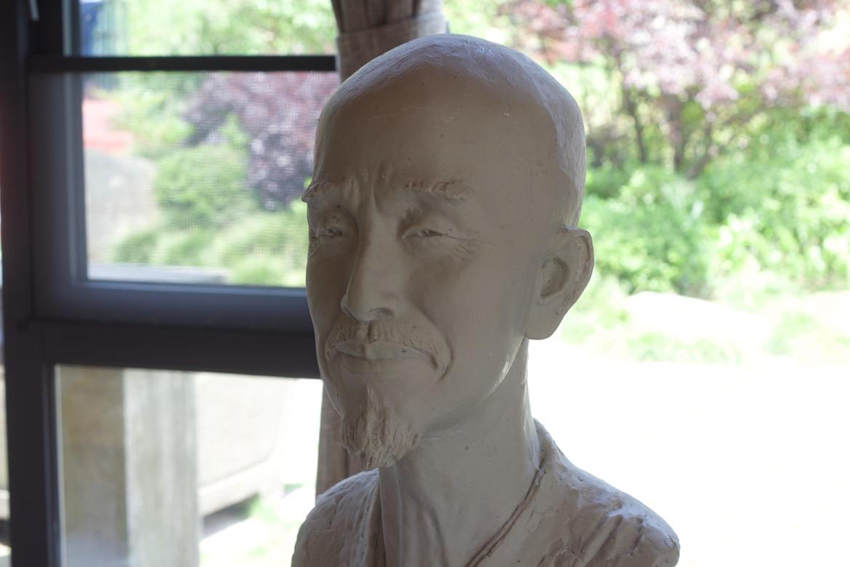 最新弘一法师人物肖像雕塑