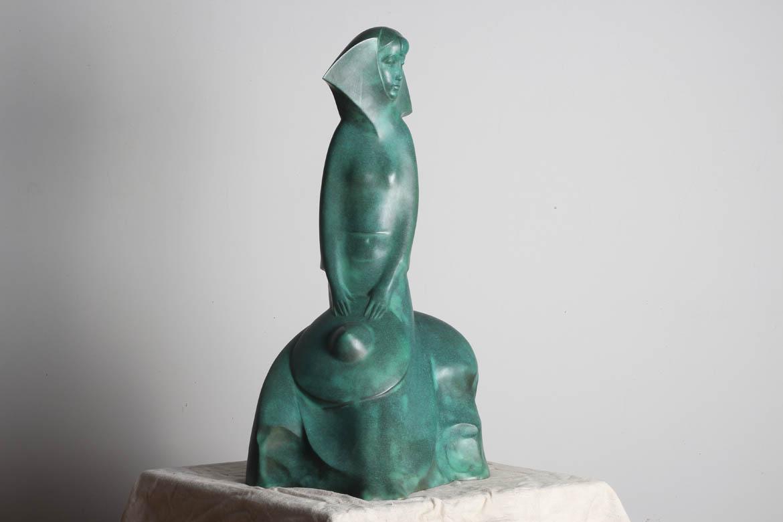 鱼姑铸铜人像正面展示