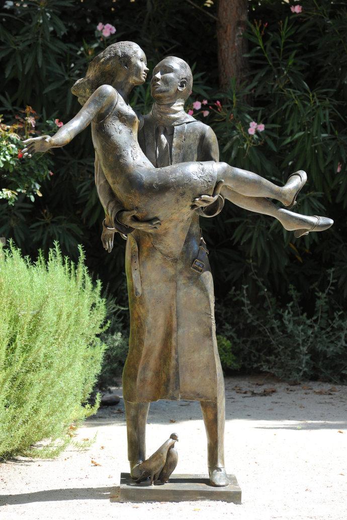 青铜人物雕塑小品欣赏
