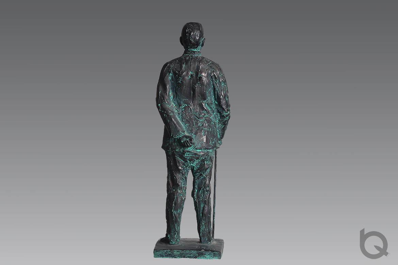 孙中山伟人雕塑铜像背影
