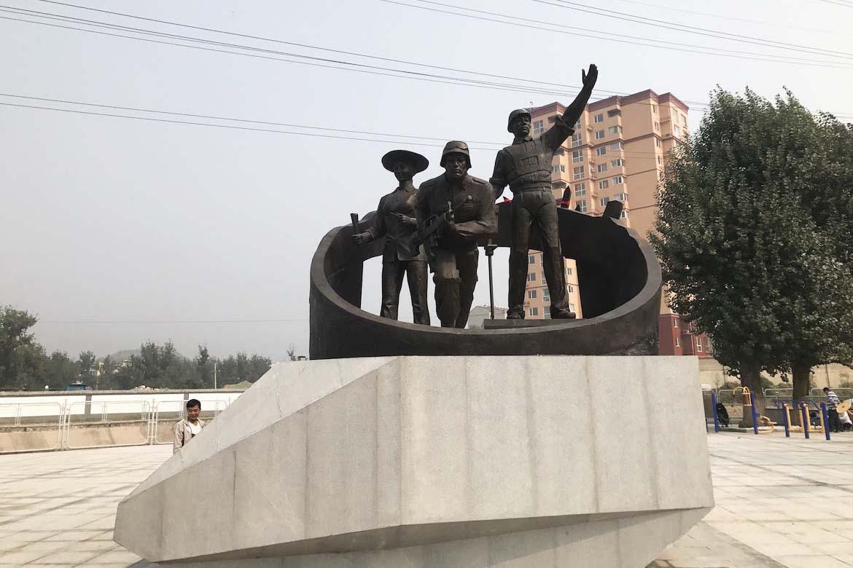 现代工农兵 大型城市景观铸铜万博体育彩票官网app