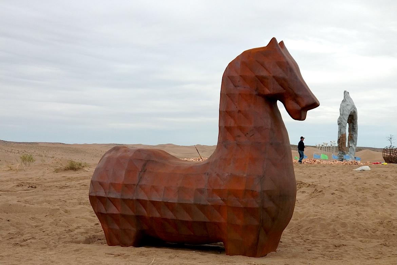 马抽象不锈钢万博体育彩票官网app图片