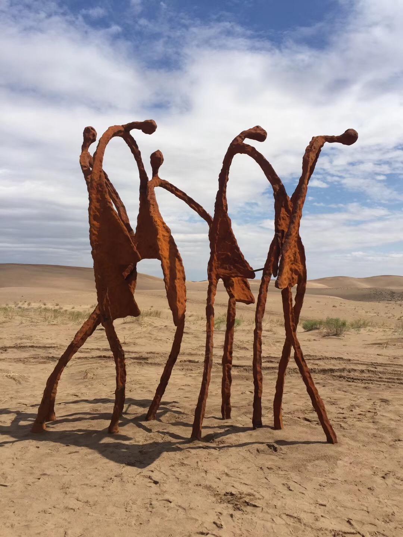 沙漠耐候钢抽象人像万博体育彩票官网app图片