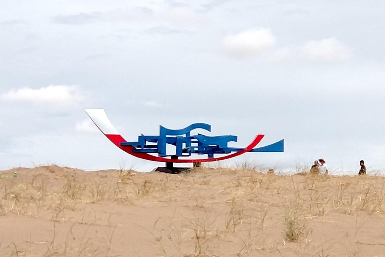 沙漠中的抽象帆船万博体育彩票官网app图片