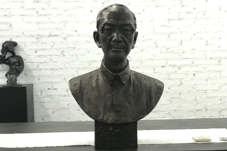 万博体育彩票官网app人像定制 陆志韦先生铸铜肖像