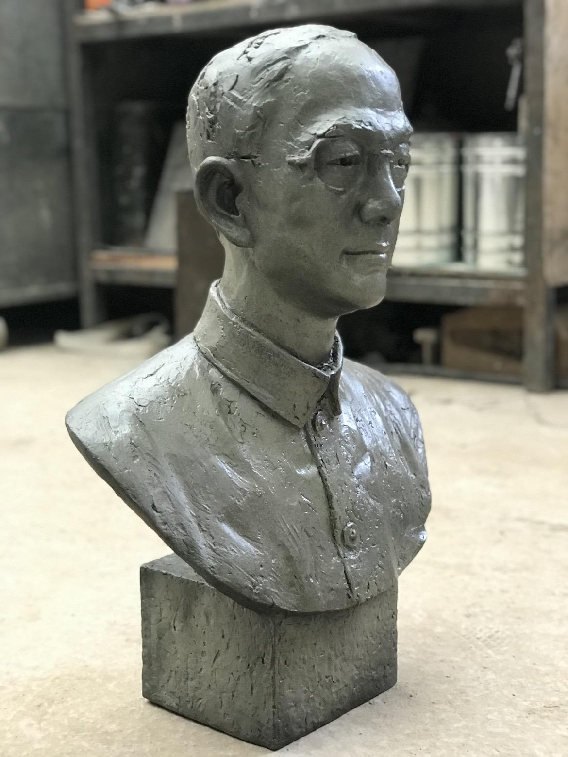 万博体育彩票官网app人像定制 陆志韦先生铸铜肖像侧面